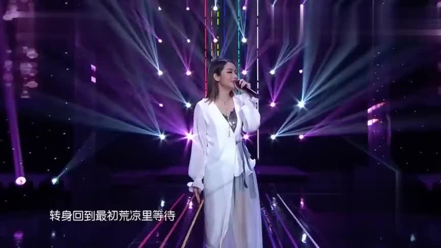小姐姐翻唱一首《最熟悉的陌生人》和原唱有一拼长的挺像萧亚轩