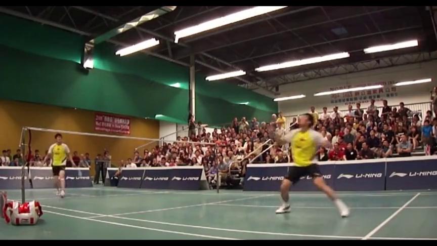 羽毛球:林丹和鲍春来的精彩表演赛,时光不再,年轻真好