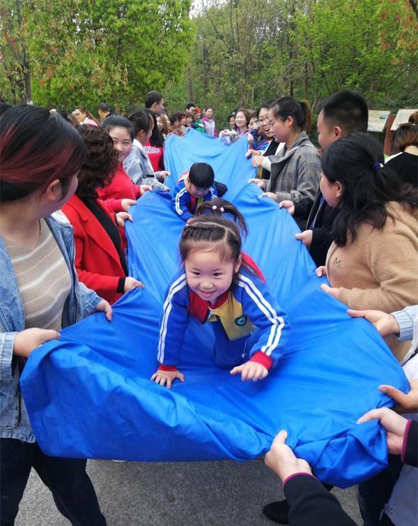 广元市树人幼儿园展开亲子春游活动