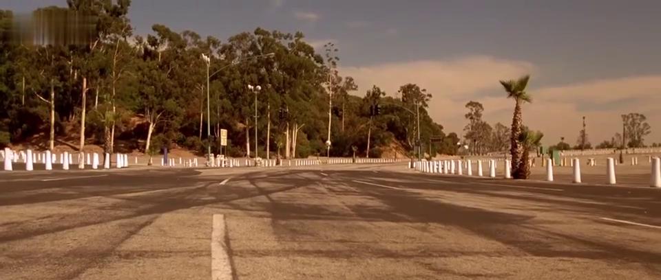 速度与激情:布莱恩想测试跑车性能,刚到120迈车子就飘了