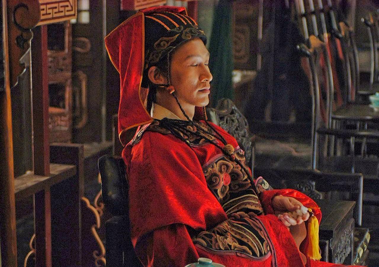 同样都是宦官,唐朝的宦官控制皇帝,而明朝的宦官祸祸百姓