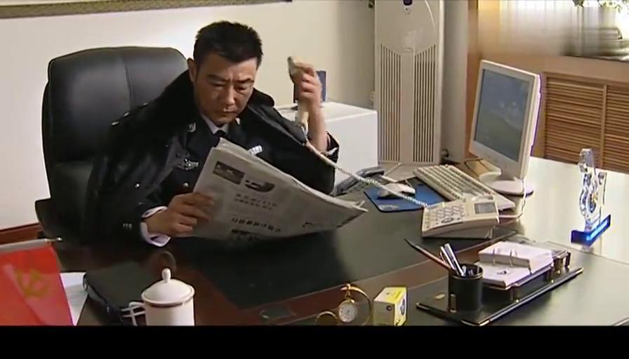 影视:黑老大打电话质问局长,谁料督察长一进来直接开免提,精彩