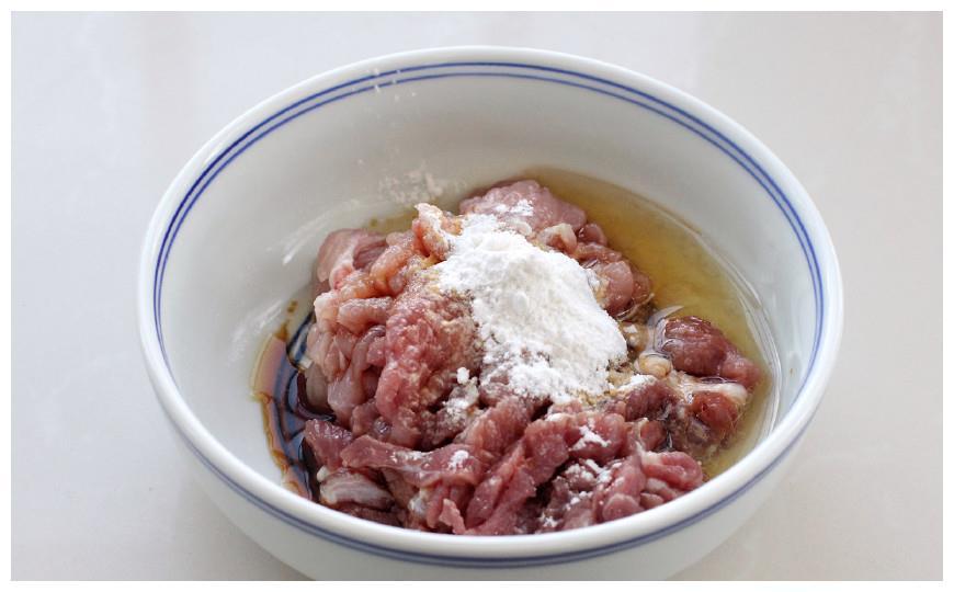 芹菜土豆这么搭简直太美味了,做法很简单,就算天天吃也不觉得腻