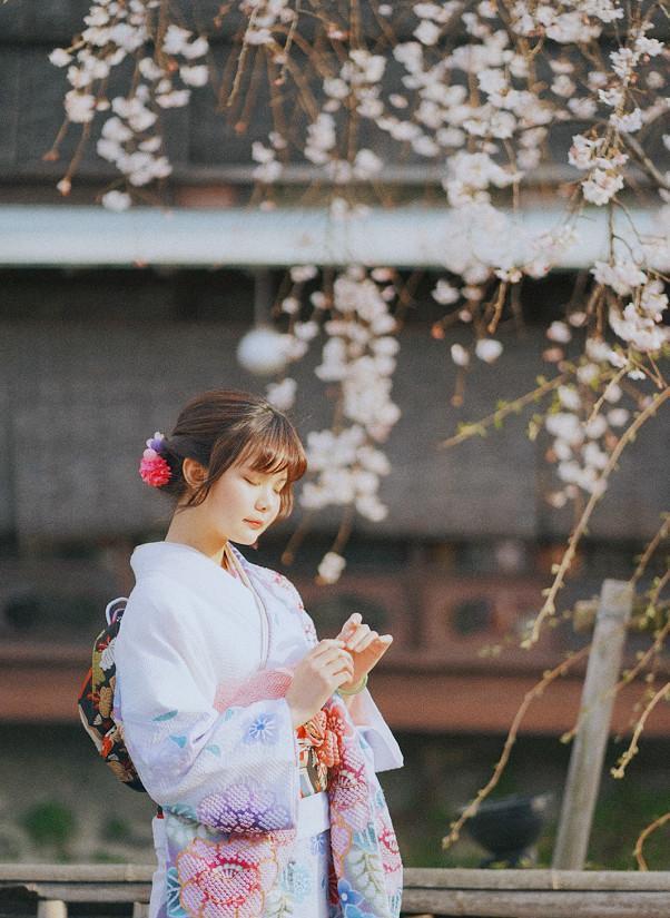 双笙在日本穿和服晒照,没想到暴露