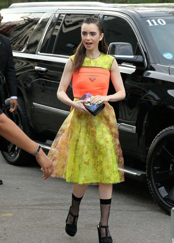 星街拍 蕾哈娜穿连体裤御女范,赛琳娜·戈麦斯蓝白配色最舒服