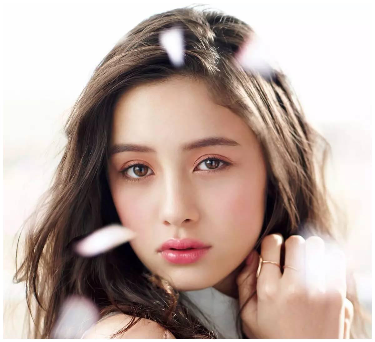 在中国人气超高的日本女星,石原里美只能排第2,第1是她实至名