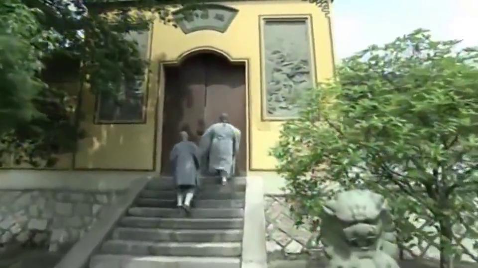 广亮强行入住静安寺,不料被看门和尚戏弄,脚都快被夹断了