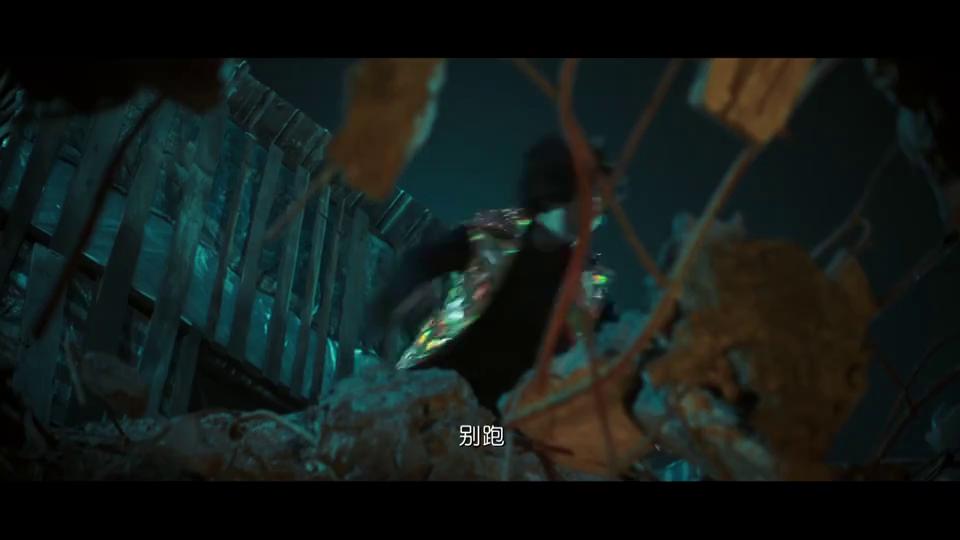 妖铃铃:吴君如被从楼上摔下去,许君聪看着不动,不会是死了吧!