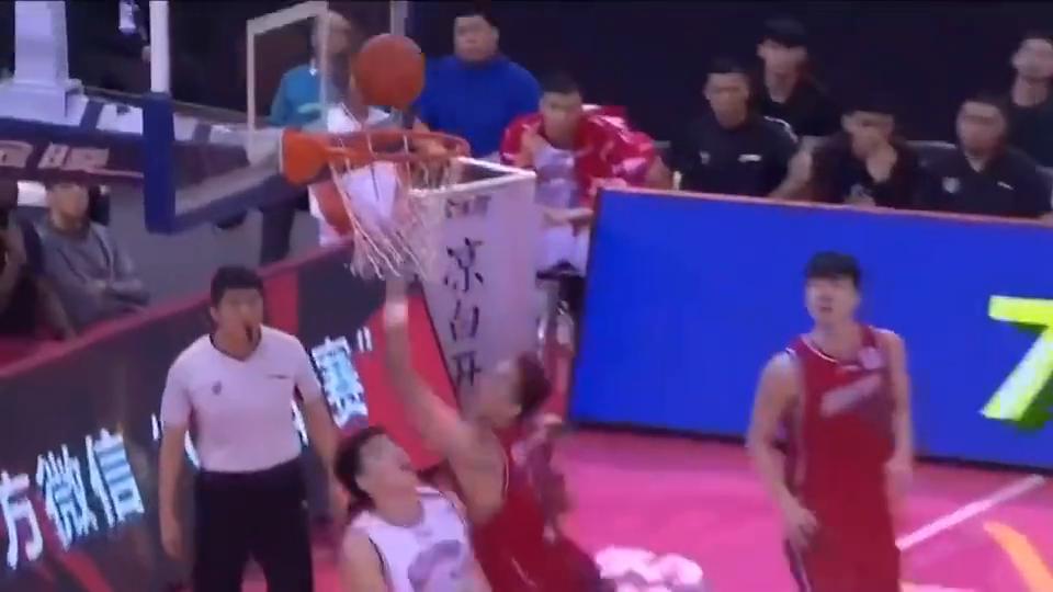 深圳vs上海,沈梓捷11分6板2盖帽,遮天大帽莫泰超提士气!