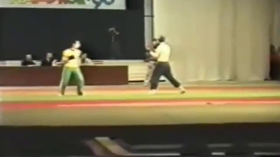 珍贵搏击视频,九十年代中南海保镖吊打外国搏击对手,这才叫高手