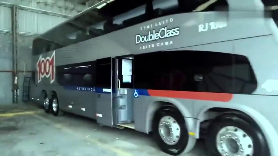 四轴的大客车,这舒适度能超过B级轿车了,好想体验下