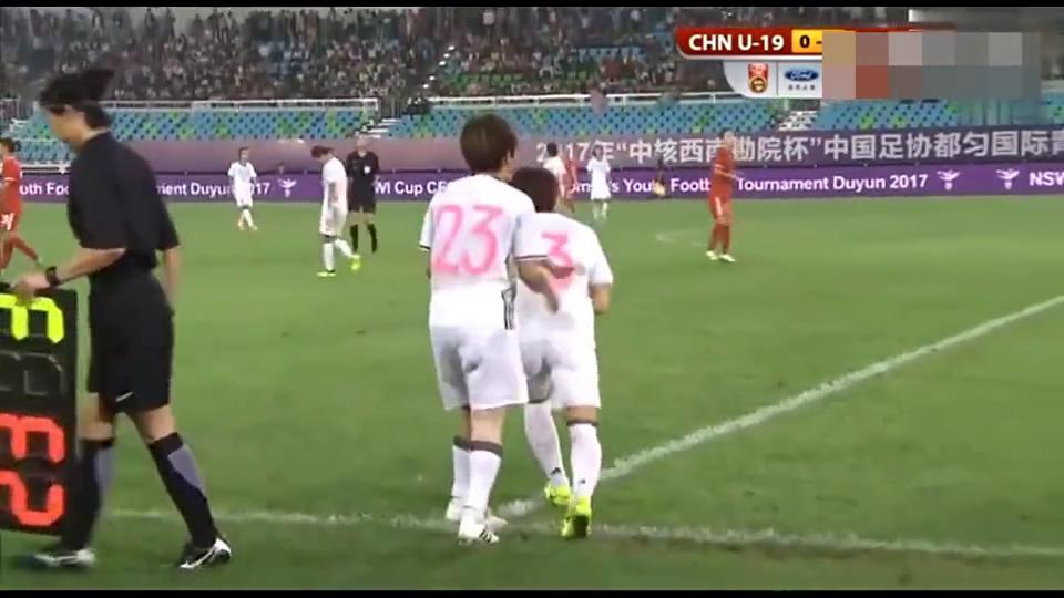 女足补时2分钟扳平日本队,拼命争抢,大连小将终进关键球