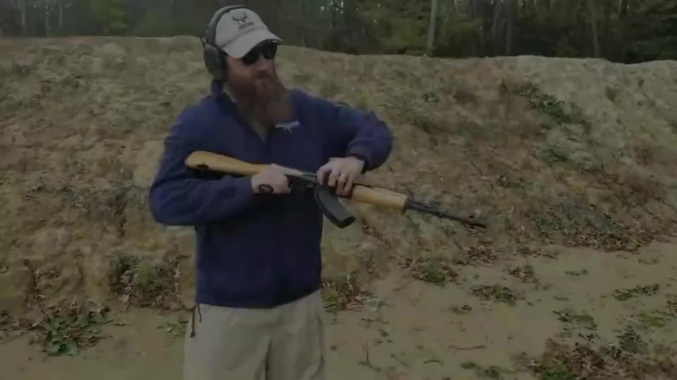 AK-47突击步枪靶场实弹射击评测