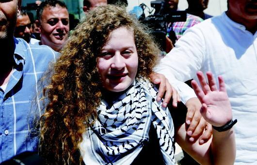 女孩向以色列士兵施暴,以色列国力远胜巴勒斯坦,可为何不还手?