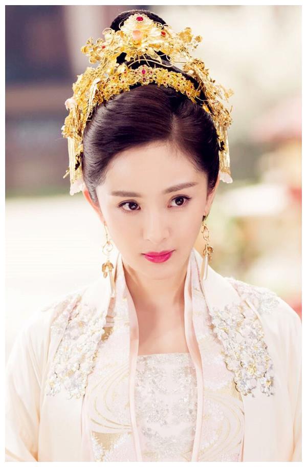 满头金钗的古装女神,杨幂唐嫣刘诗诗杨紫白冰黄圣依,都没她好看