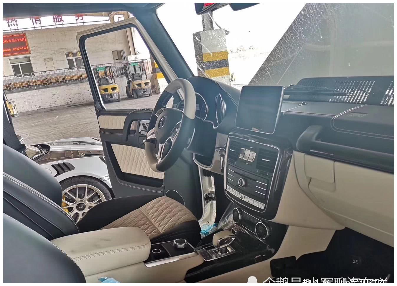 停车场偶遇迈巴赫,车价1588万元,网友:不缺有钱人啊!