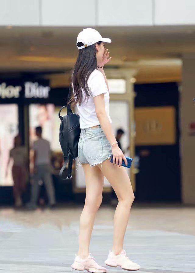 潮流风范的牛仔短裤,穿出高挑迷人的身段曲线!