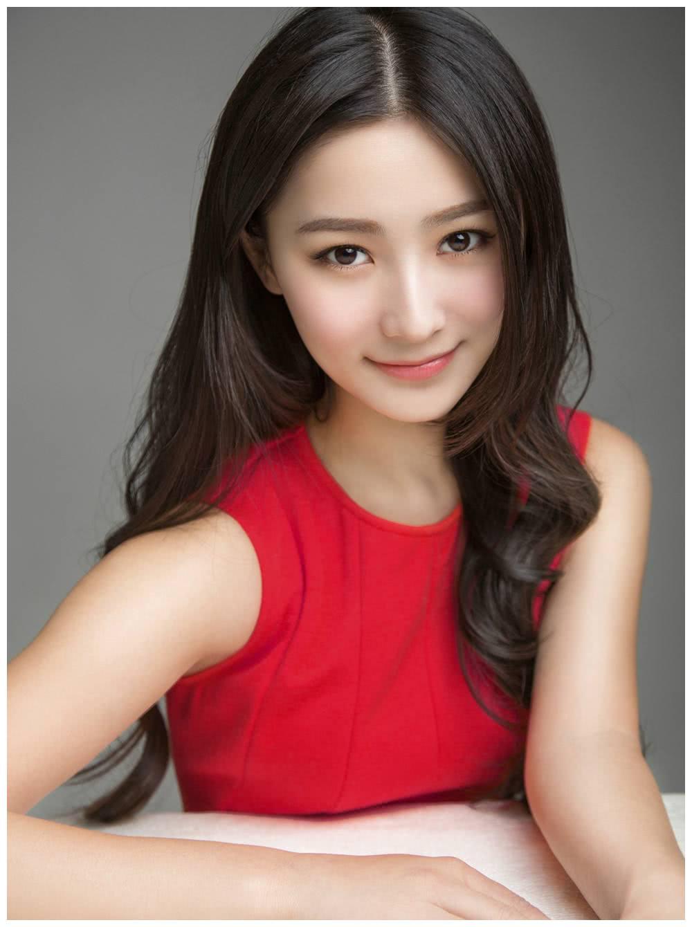 张维娜一直都是以比较悲情和柔弱的形象,出现在电视剧里