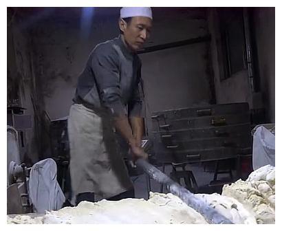 河南特色传统美食,一个枕头馍6斤重,7天都吃不完!