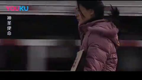 神圣使命:村妇为给丈夫伸冤,跪在公路中间,拦截政委的车告状!