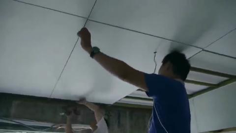天花板如何封板?看木工师傅给天花板封矽酸钙板的施工过程