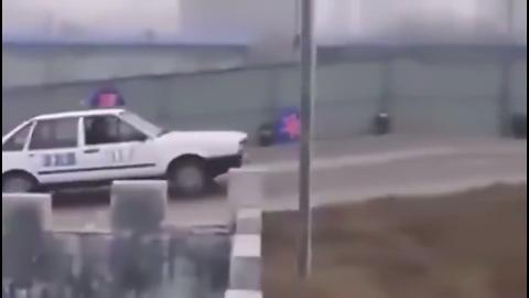考官吓到了这肯定是个赛车手来考驾照的速度好快