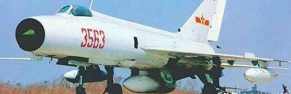 空中美男子!白皮红号曾经的主力战机——歼八