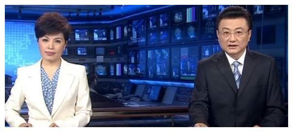 """央视主持人说错字""""扣""""工资?撒贝宁曝出数字后,根本错不起"""