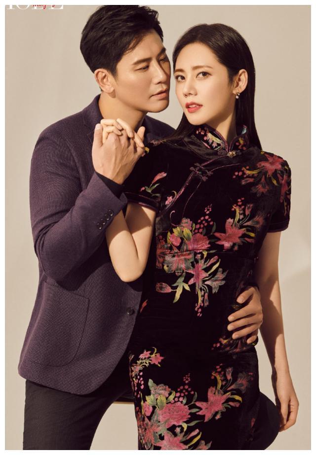 于晓光夫妇秀恩爱,秋瓷炫穿黑色丝绒旗袍神似张曼玉,最美中国风