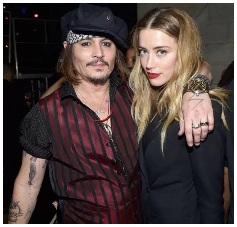 Johnny Depp才是被家暴的那一个!网友怒斥Amber Heard蛇蝎女!