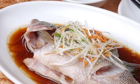 蒸鱼鲜嫩无鱼腥味的秘诀将适用于蒸鱼