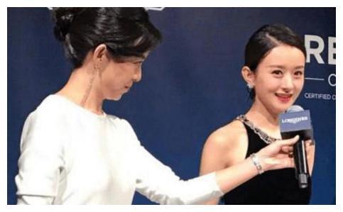 爱耍大牌的几位明星,赵丽颖让助理全程举话筒,她洗澡都用矿泉水