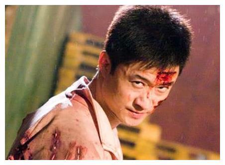 吴京背着谢楠偷偷喝酒,一转身却看到了谢楠,他的反应太搞笑了