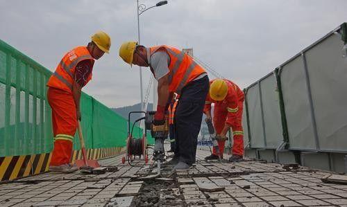 万州区长江二桥护栏改造施工