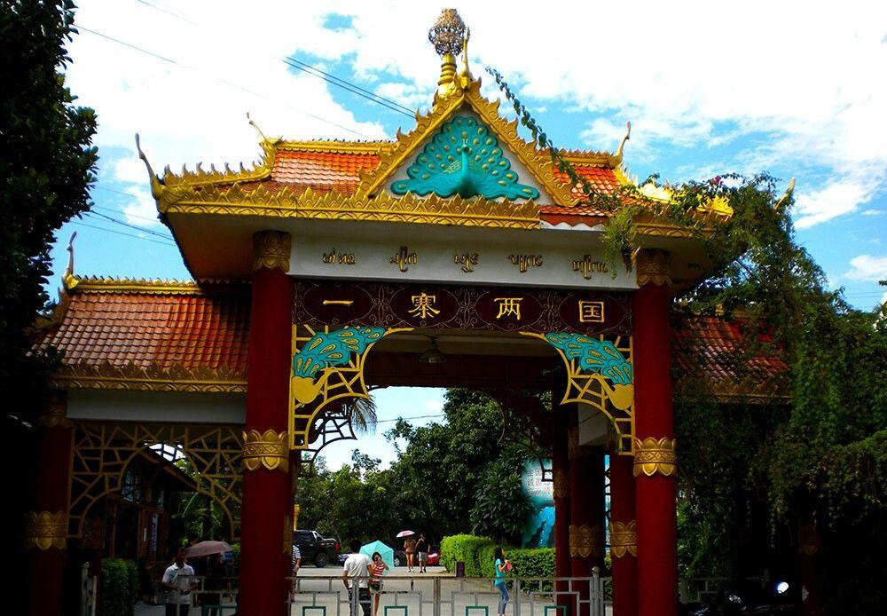 中国缅甸边境上一个村寨跨两国!被誉为一寨两国景点!