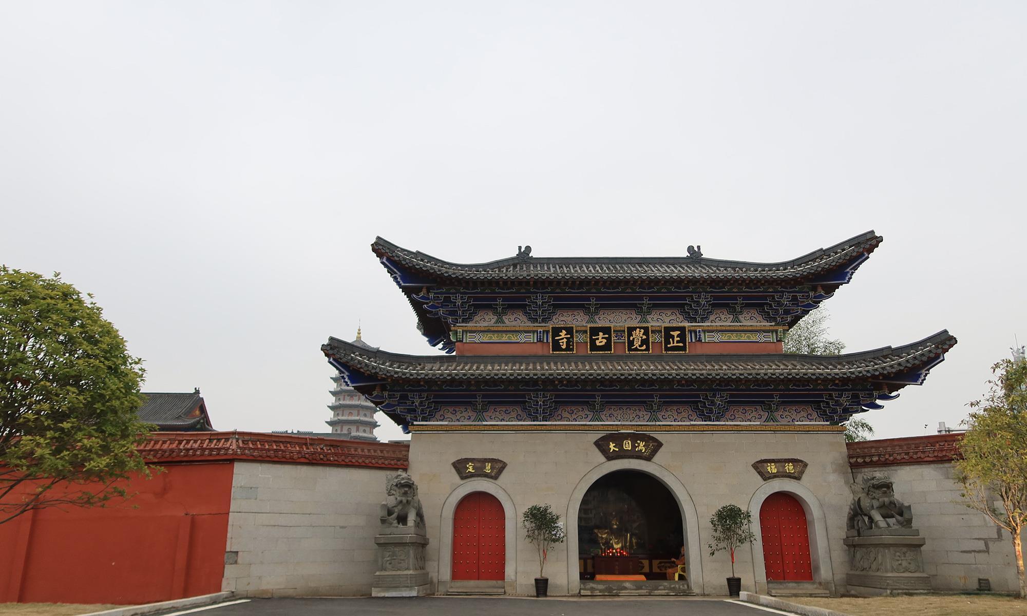 抚州正觉古寺,1600年的佛寺,香火旺盛香客很多