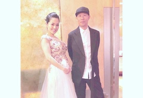 36岁苍井空传简约婚纱!带着两个儿子在夏威夷举行婚礼