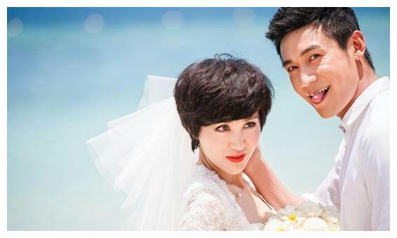 明星们的婚纱照,刘诗诗的简单,应采儿的活泼,你们觉得谁最美?