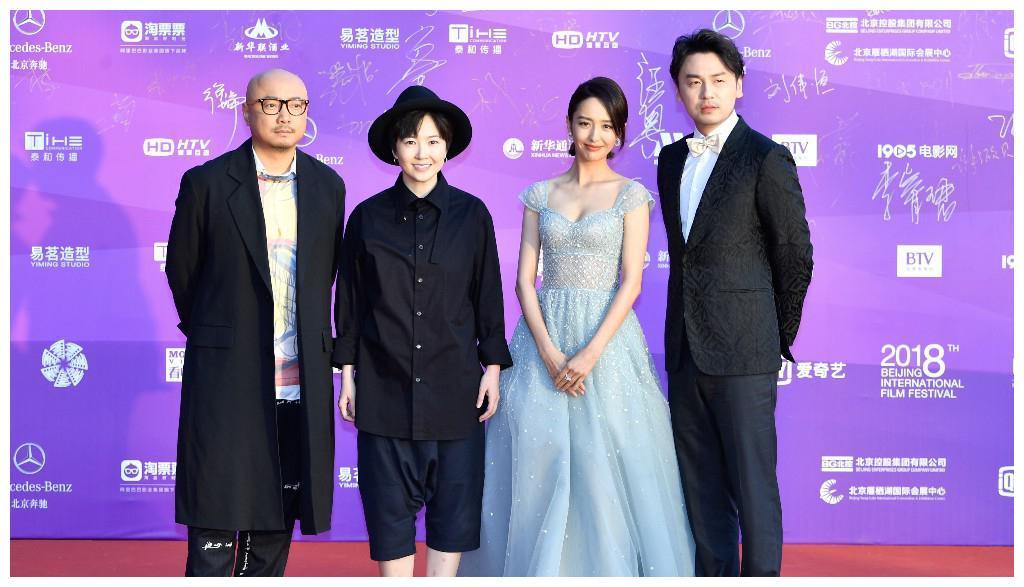 北京电影节上的马苏一身蓝色淑女长裙!网友:装清纯呢!