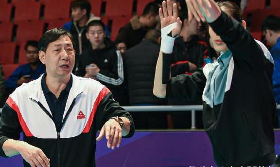 赢球后仍自我批评!王宝泉展现名帅风度,陈友泉再遭争议