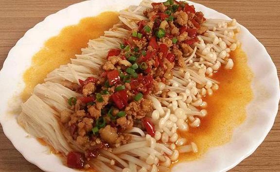 剁椒金针菇|10分钟就能做好的火辣金针菇大餐!