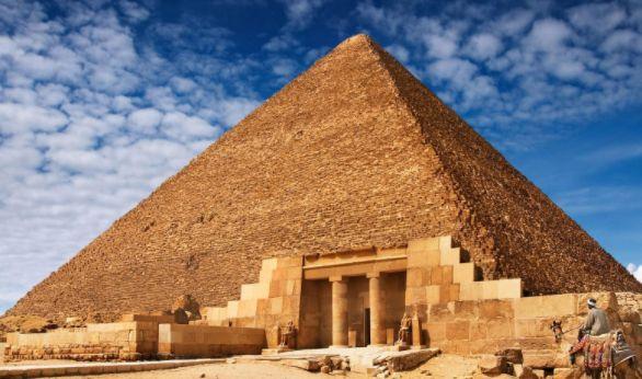 实拍埃及金字塔,外面灰溜溜,里面空荡荡,网友:不想去看了