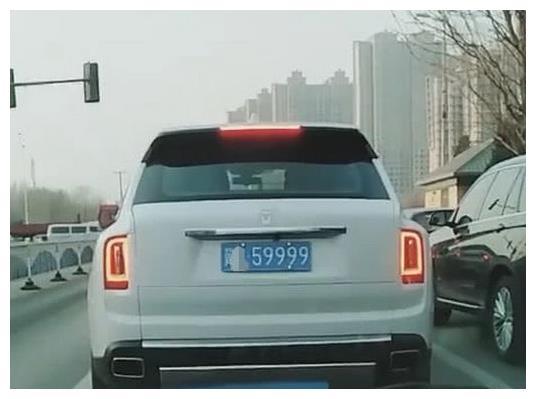 河北遇百万级库里南,车牌不带一个8,却比8888还霸气!