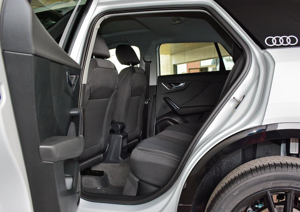 奥迪史上最便宜SUV,开始销量惨淡,为何最后变成小姐姐的座驾?