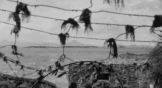 美军镜头中的58年金门炮战:炮弹如雨点般砸下,图6女兵一脸愁苦
