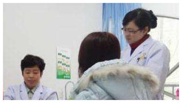 女大学生去医院上避孕环,医生感觉事情不对,见到男友,随后报警