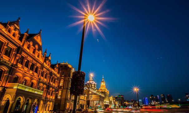 重磅!升级版的上海外滩夜景震撼亮相,令人赞不绝口!