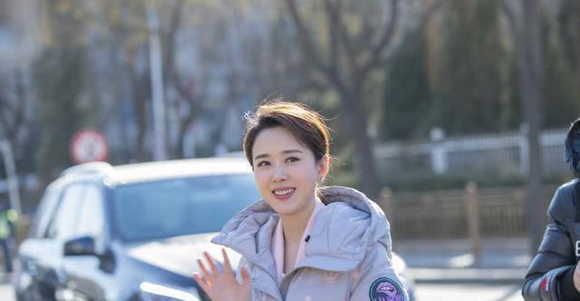 从不炒作的女演员颜丹晨,镜头下尽显白皙皮肤,保养的真好