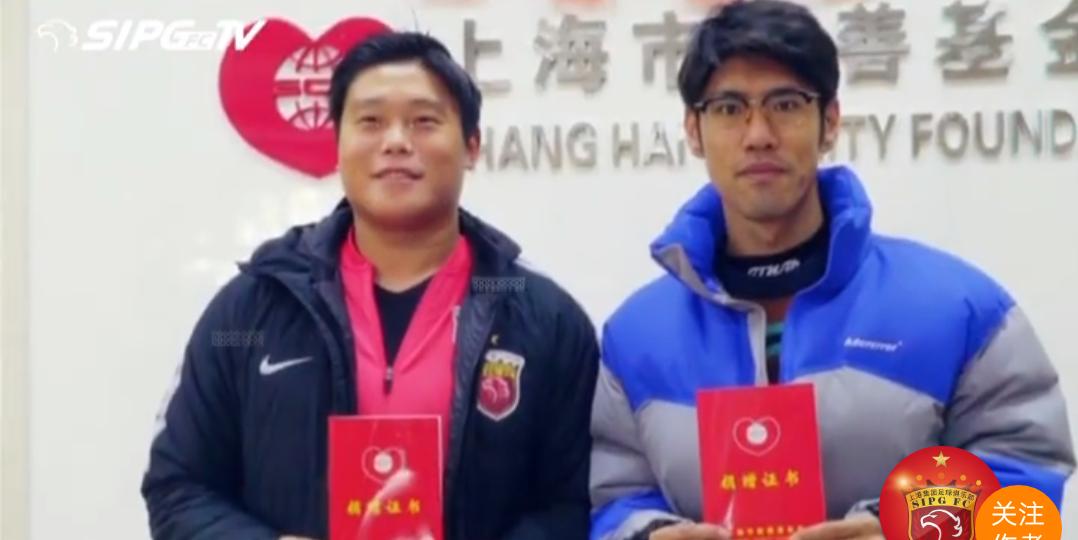 吕文君与蔡慧康来到上海慈善基金会参加帮助贫困学子的公益行动