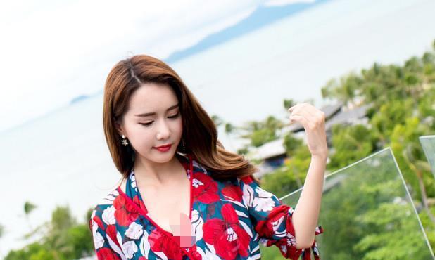日本名模大鹏半岛拍写真,红嘴唇柳叶眉,看着真是有女人味
